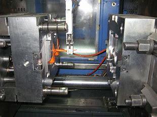 תעשיית הזרקת פלסטיק- מכונות וציוד היקפי